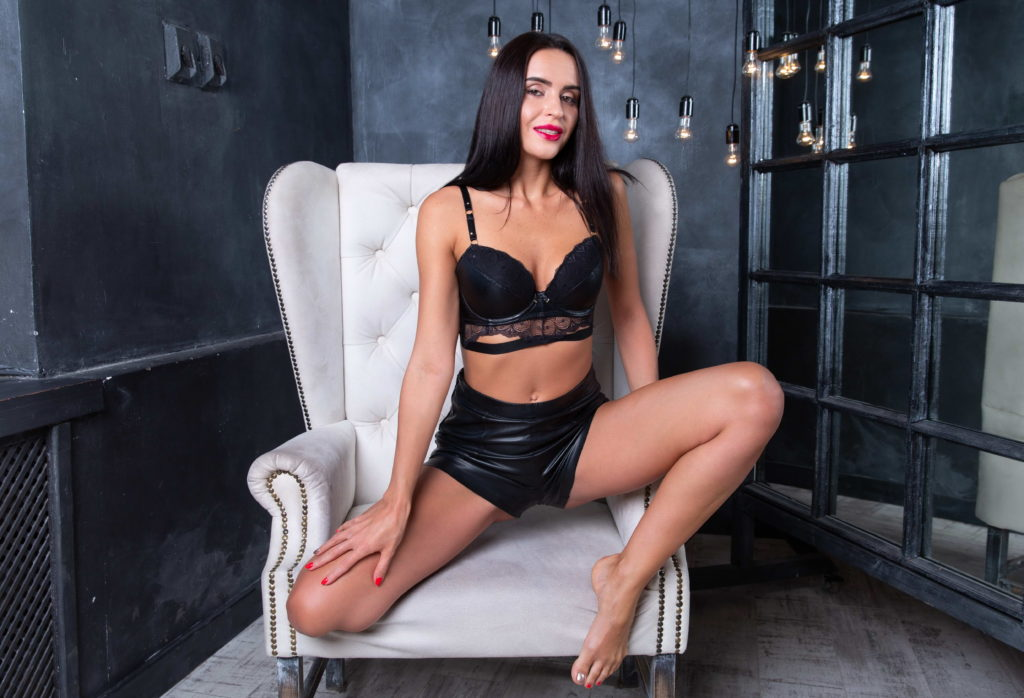 milf escort london - sexy and naughty